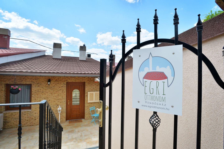 Egri Otthonom Vendégház bejárata